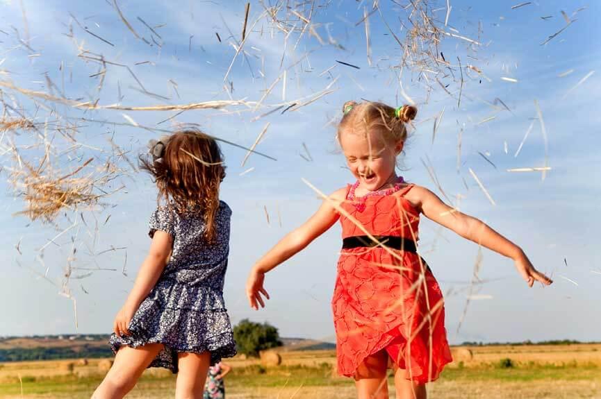 Игра,веселье,дети,стог,лето